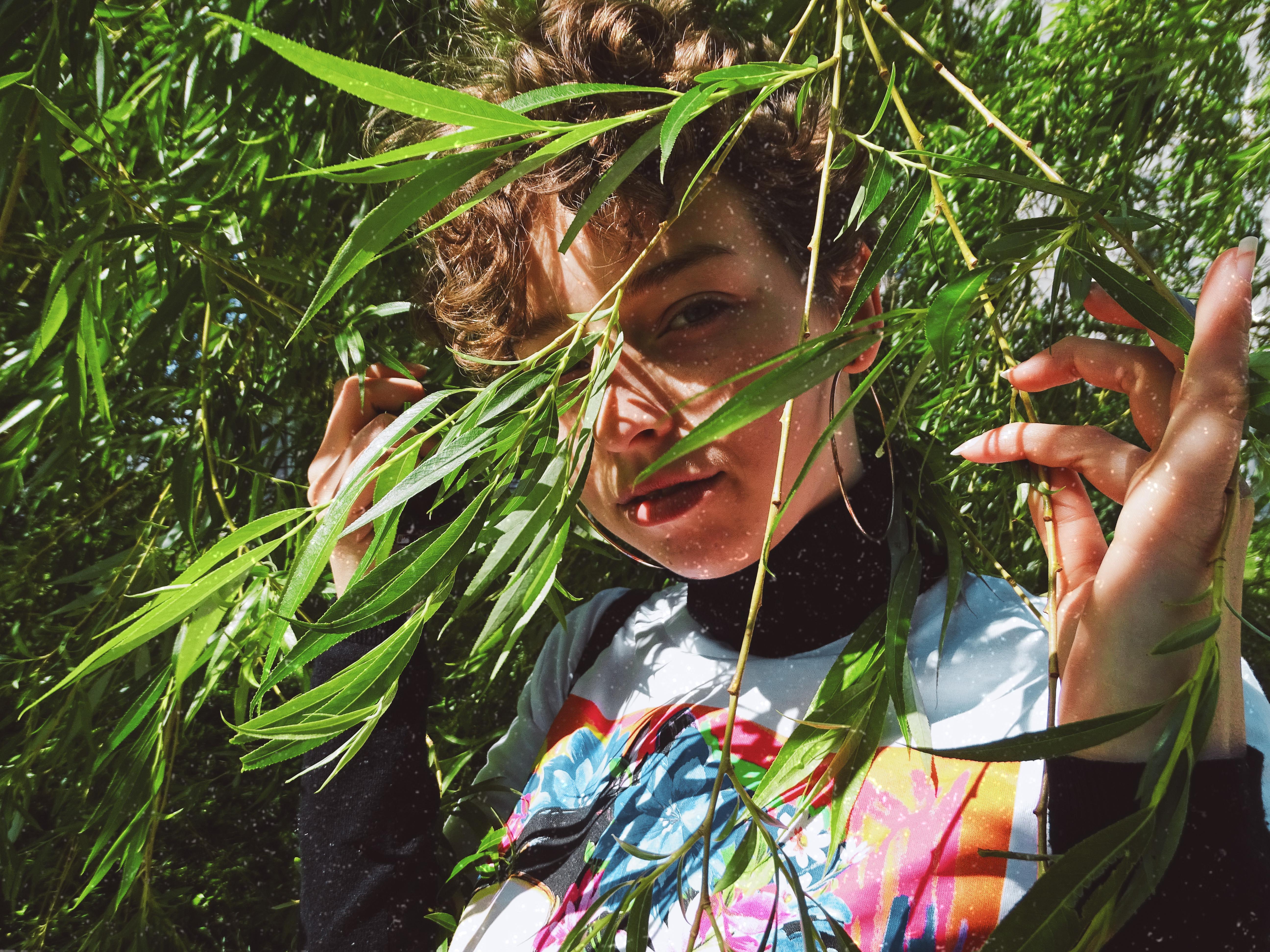 jolie fille végétation